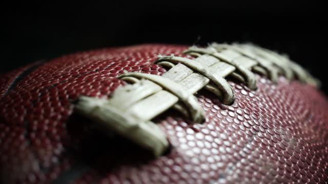 vídeos de stock e filmes b-roll de voo de cerimónia de futebol 2 - bola