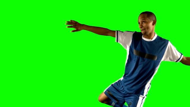 サッカー選手ボールを蹴る - サッカー点の映像素材/bロール