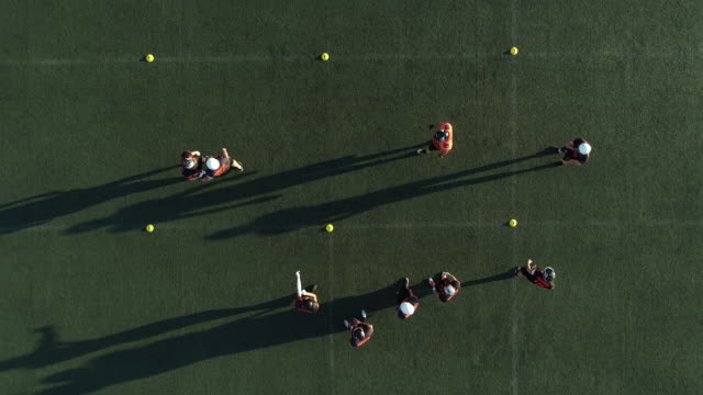 football practice outdoors - trykot filmów i materiałów b-roll