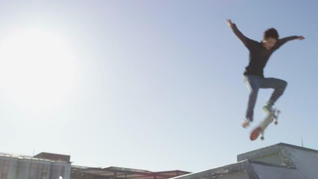 für die liebe zum fliegen - stunt stock-videos und b-roll-filmmaterial