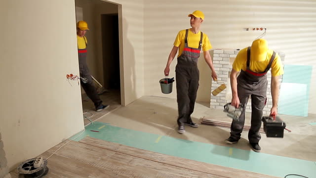 Foreman gives tasks to workers. video