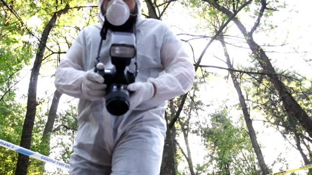 vídeos de stock, filmes e b-roll de perícia na cena do crime - temas fotográficos