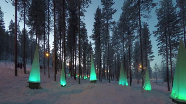 stockvideo's en b-roll-footage met bos in de buurt van het park santa: winters tafereel met zaklampen, time-lapse - christmas cabin