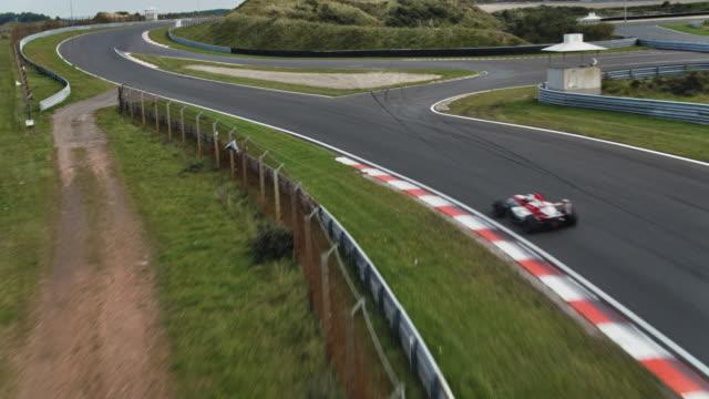 bir yarış pisti formula bir yarış araba - pist stok videoları ve detay görüntü çekimi
