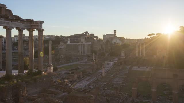 foro romano timelapse at sunrise - stile classico romano video stock e b–roll