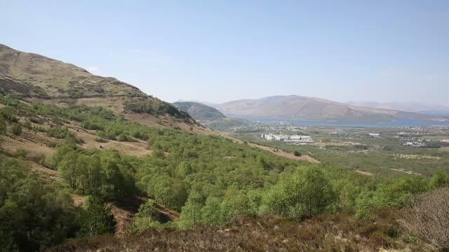 fort william scotland uk from ben nevis scottish highlands in summer - fort william video stock e b–roll