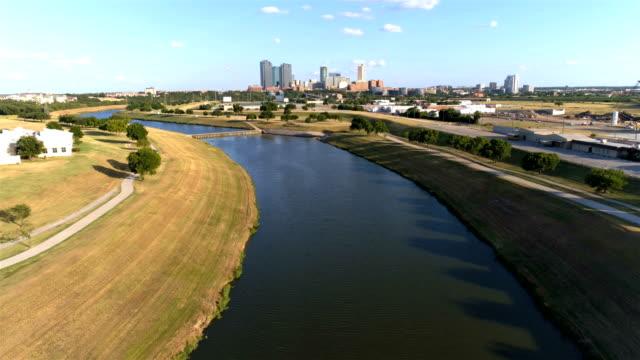 フォートワース、テキサス州のスカイライン - 土手点の映像素材/bロール