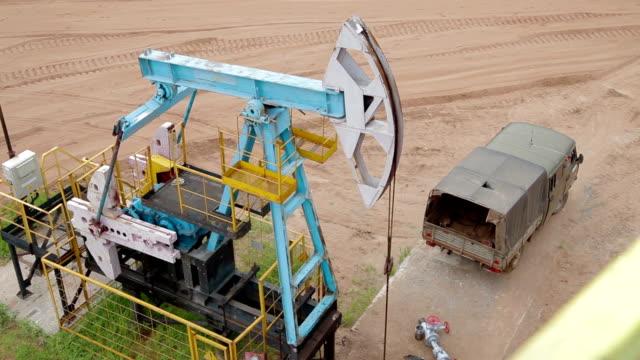 fossila bränslen energi pumpjack oljepump - mineral bildbanksvideor och videomaterial från bakom kulisserna