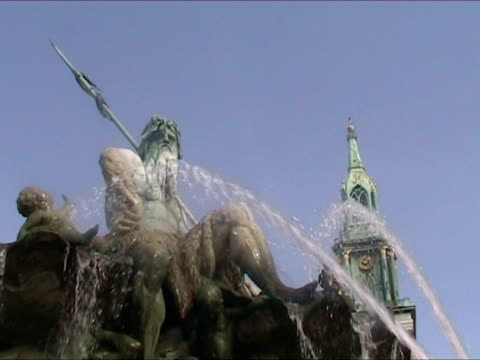 Fountain in Alexander Platz - Berlin video