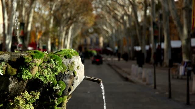 vidéos et rushes de fontaine sur le cours mirabeau, aix-en-provence, france - aix en provence