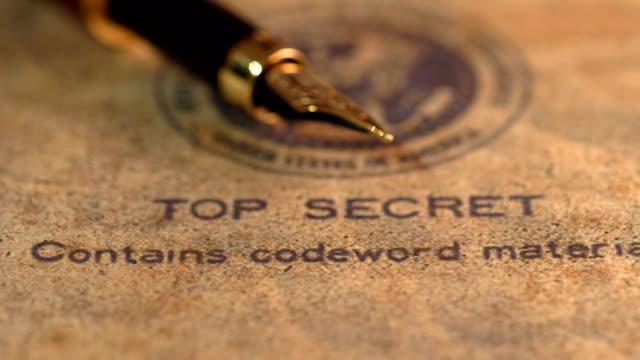 万年筆上機密文書 - クラシファイド広告点の映像素材/bロール