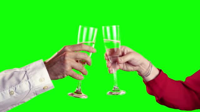 vidéos et rushes de quatre vidéos de célébration de temps avec alpha-mat à 4 k - champagne
