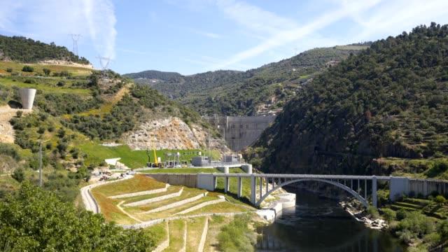 vídeos de stock e filmes b-roll de foz tua dam barragem in portugal - barragem portugal