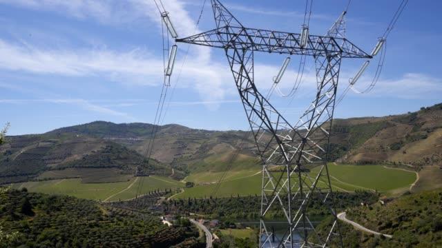 vídeos de stock e filmes b-roll de foz tua dam electric tower in portugal - barragem portugal