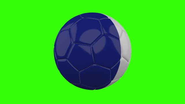 vídeos de stock, filmes e b-roll de bandeira da frança na bola gira em fundo alfa verde transparente, loop - futebol internacional