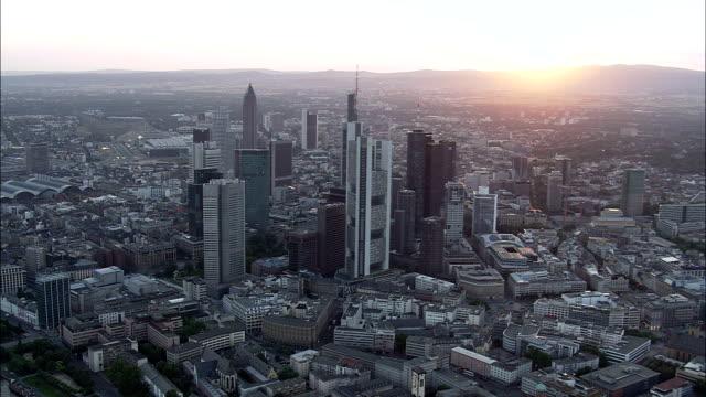 frankfurt at dusk - aerial view - hesse,  helicopter filming,  aerial video,  cineflex,  establishing shot,  germany - francoforte sul meno video stock e b–roll