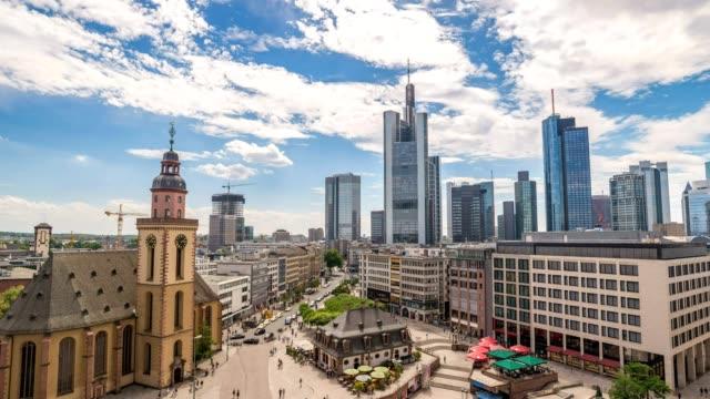 frankfurt city skyline timelapse at business district, frankfurt, germany 4k time lapse - francoforte sul meno video stock e b–roll