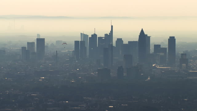 frankfurt skyline skyscrapers silhouette - francoforte sul meno video stock e b–roll
