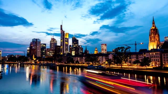 skyline di francoforte - francoforte sul meno video stock e b–roll