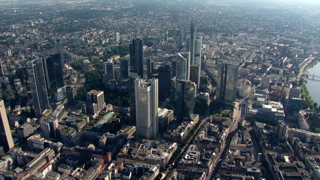 frankfurt skyscraper skyline from a helicopter - francoforte sul meno video stock e b–roll