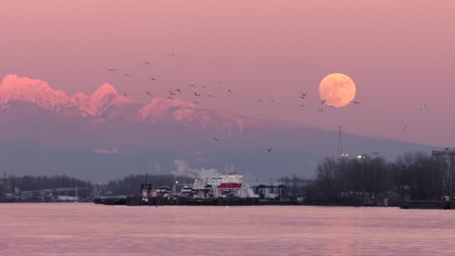 Fraser River Moonrise, Vancouver video