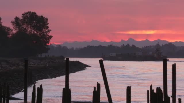 fraser river sunrise 4k uhd - fiume fraser video stock e b–roll