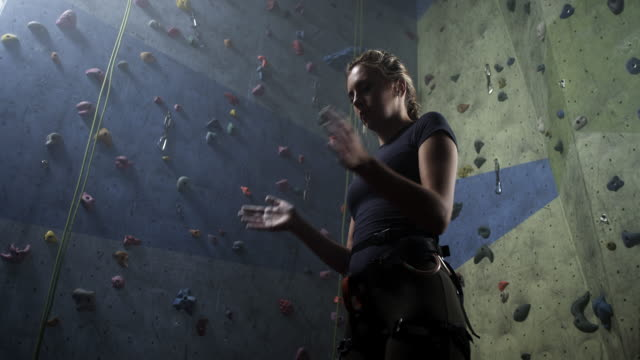 freiklettern - bouldering stock-videos und b-roll-filmmaterial
