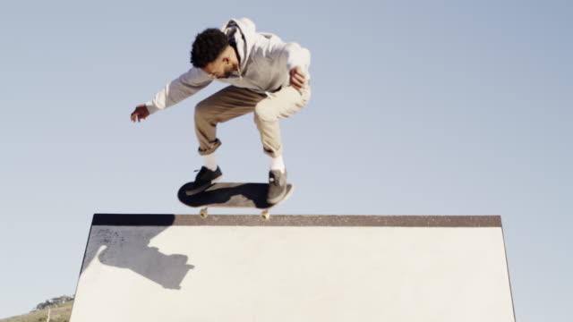 frihet ligger i att vara djärv - skatepark bildbanksvideor och videomaterial från bakom kulisserna