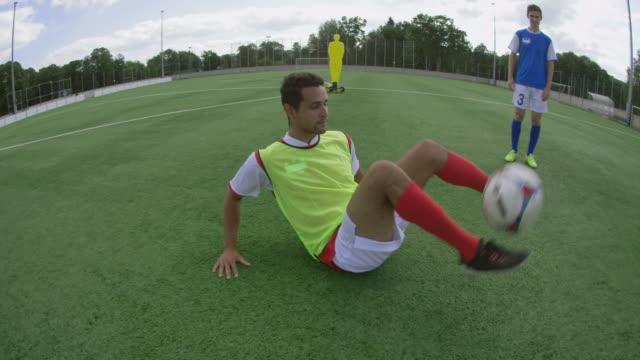 freestyle ball игра - трюк стоковые видео и кадры b-roll