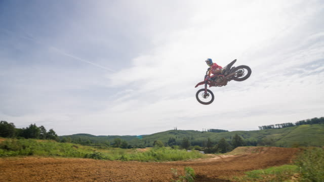 freestyle motocross rider performing a stunt - motocross video stock e b–roll