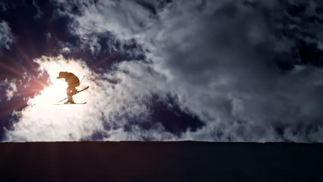 slo mo ld freestyle skier airborne in the half-pipe with sun in the background - sci freestyle video stock e b–roll