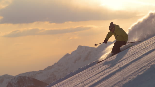 slo mo ts freestyle skier skiing at sunrise - sci freestyle video stock e b–roll