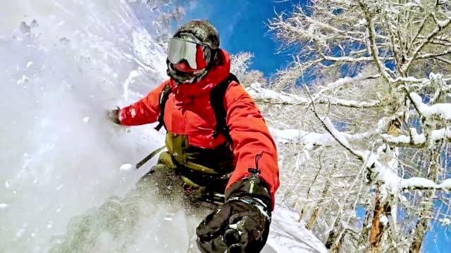 TW-Freestyle-Snowboarder in der Wildnis – Video