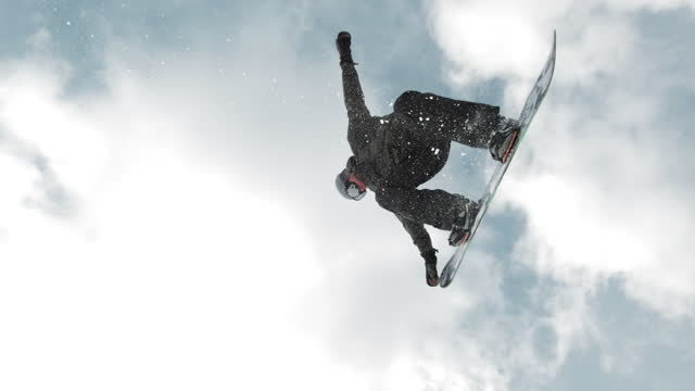 slo mo ts freestyle snowboarder performing a nose grab trick - sci freestyle video stock e b–roll