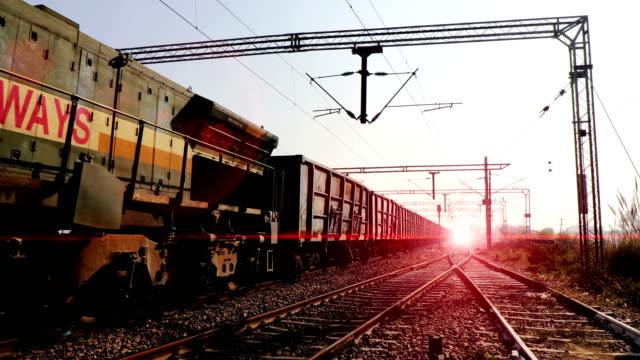 freight rail in 4k resolution - wagon kolejowy filmów i materiałów b-roll