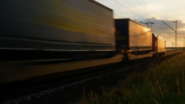 godståg förbi vid solnedgången - shipping sunset bildbanksvideor och videomaterial från bakom kulisserna