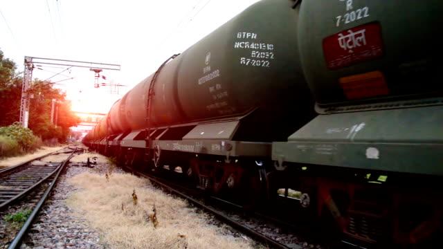 freight train - parapetto barriera video stock e b–roll