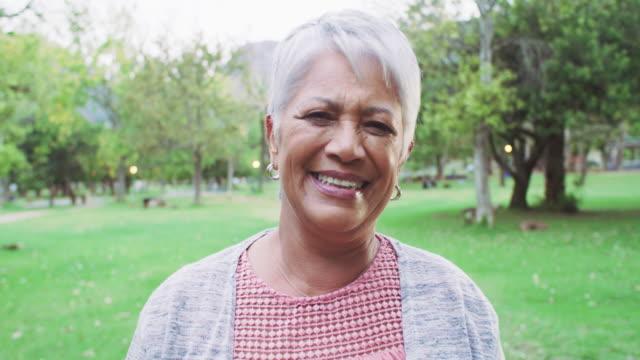 frisk luft gör anden bra - mature women studio grey hair bildbanksvideor och videomaterial från bakom kulisserna