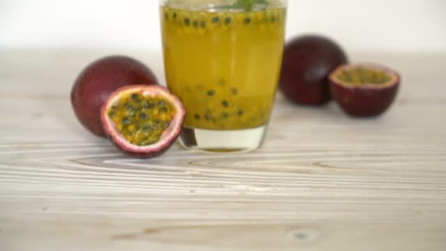 fresh and iced passion fruit juice - passiflora video stock e b–roll