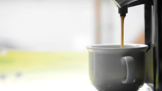 Caffè appena preparato - video