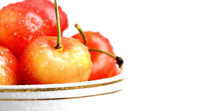 ciliegia fresca in cup - colore ciliegia video stock e b–roll