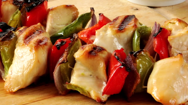 fresh chicken and beef kebabs - spiedino video stock e b–roll