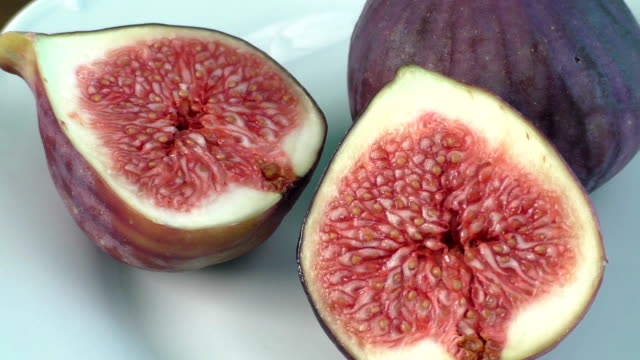 Fresh figs on a white plate video