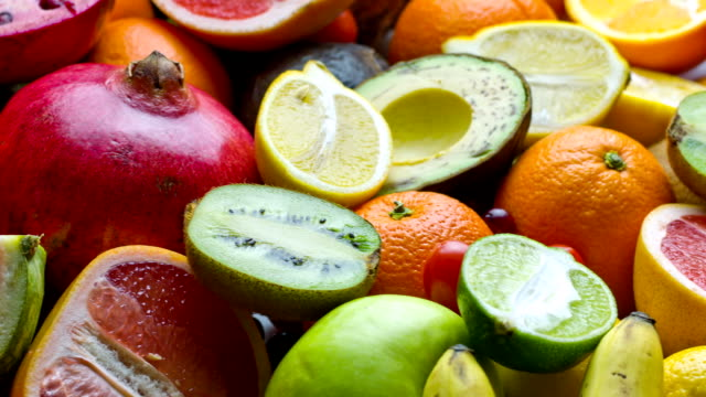 stockvideo's en b-roll-footage met fresh fruits - tropisch fruit