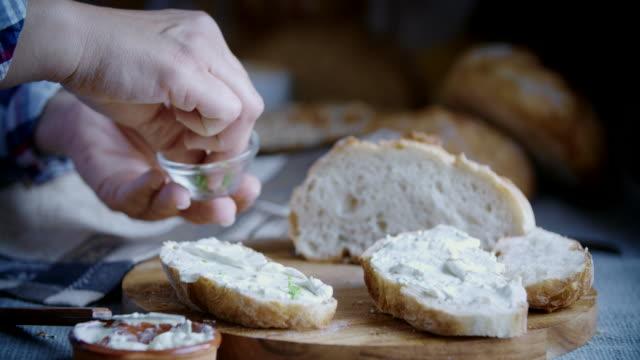 fresh homemade bread with cream cheese - formaggio spalmabile video stock e b–roll