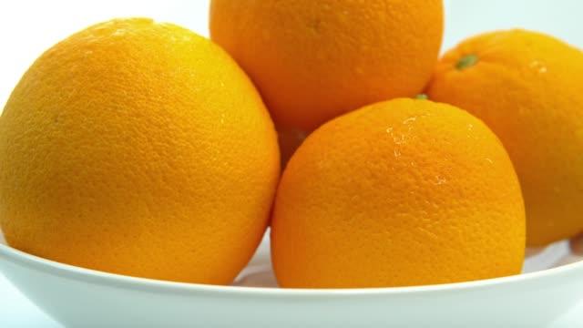 frisches orange. - scheibe portion stock-videos und b-roll-filmmaterial