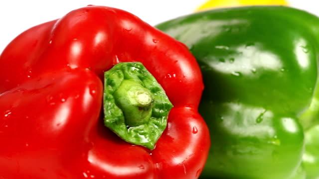 vídeos de stock e filmes b-roll de pimentão doce-plano aproximado - red bell pepper isolated