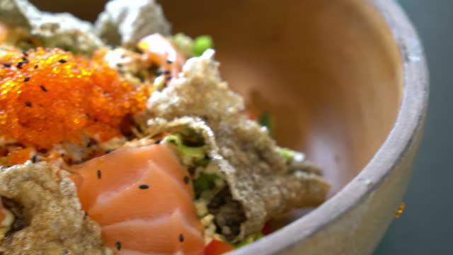 fresh salmon raw salad with fried salmon skin