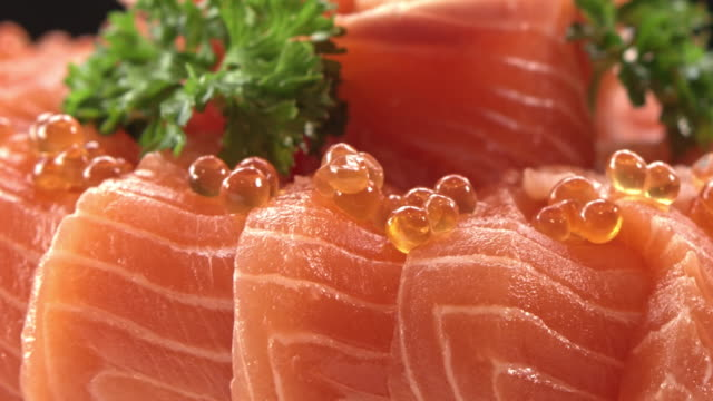 vídeos de stock e filmes b-roll de fresh salmon textured - meat texture