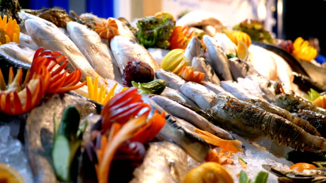 fresh sea fish on sold on the counter of the store on the street - banchi di pesci video stock e b–roll